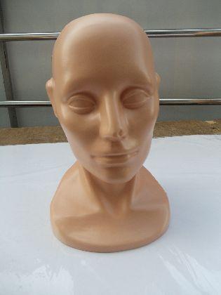 Głowa męska  cielista